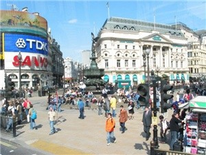 File:Piccadilly-circus-2004.jpg